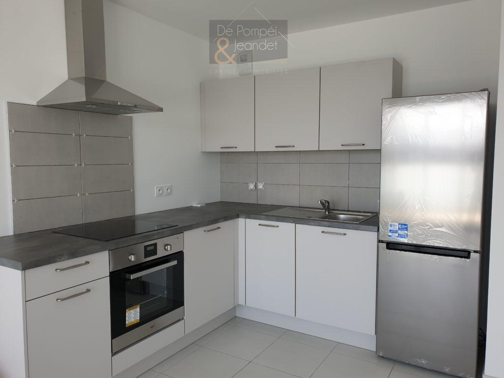 Appartement D204 – 01630 ST GENIS POUILLY – 30.53 m² – 950 euros