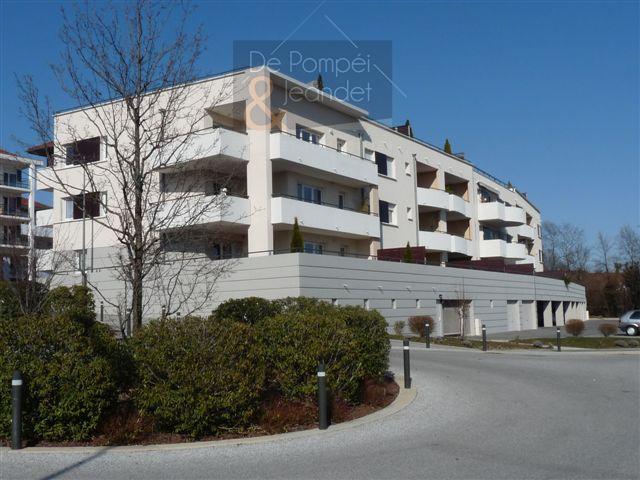 T3 Prévessin-Moëns Centre avec grande terrasse expo sud, garage et parking – 1253 € CC